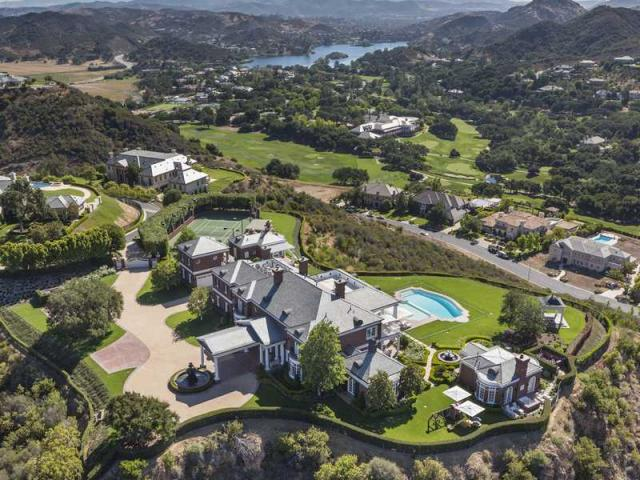 Massive thousand oaks home once owned by wayne gretzky and for Estate sales thousand oaks