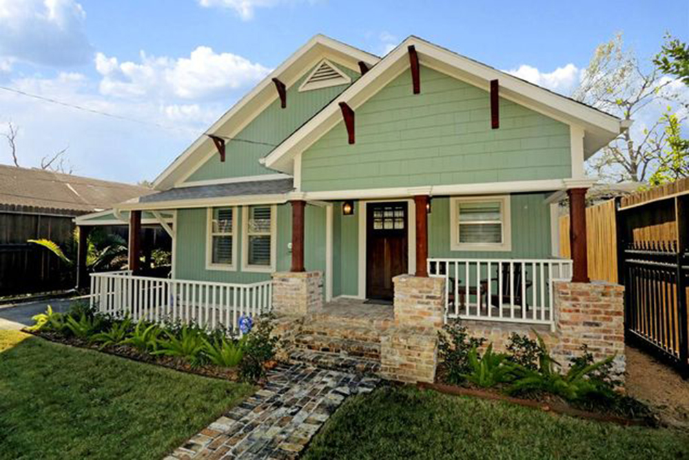 5 classic and affordable craftsman homes for sale for Craftsman houses photos