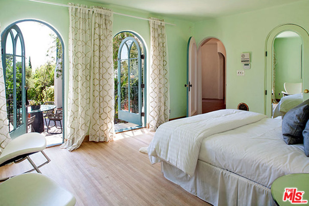 Sia lists af leicht designed home in los feliz celebrity for Sia decoracion