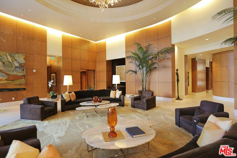 Yolanda Hadid House: T...