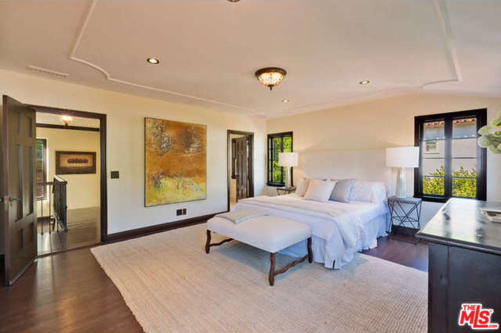 Charlie Hunnam News Sons Of Anarchy Actor Buys House In Los Angeles Celebrity Trulia Blog