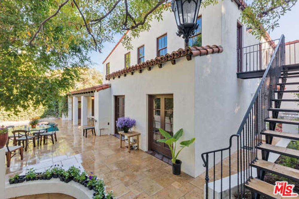 Charlie hunnam news sons of anarchy actor buys house in for Rent a home in los angeles