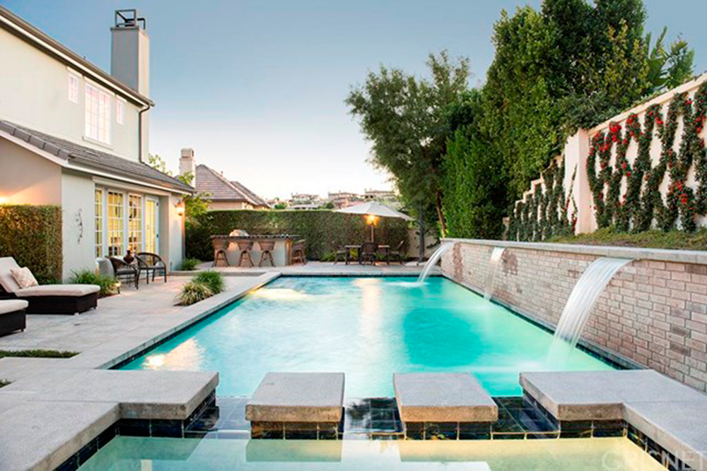 Kris Jenner House Purchase: The Reality TV Star Takes A ...