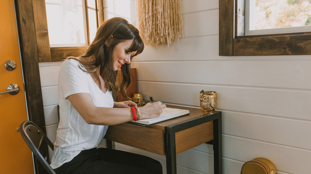 What you can learn from tiny homes and minimalist for Tiny minimalist house
