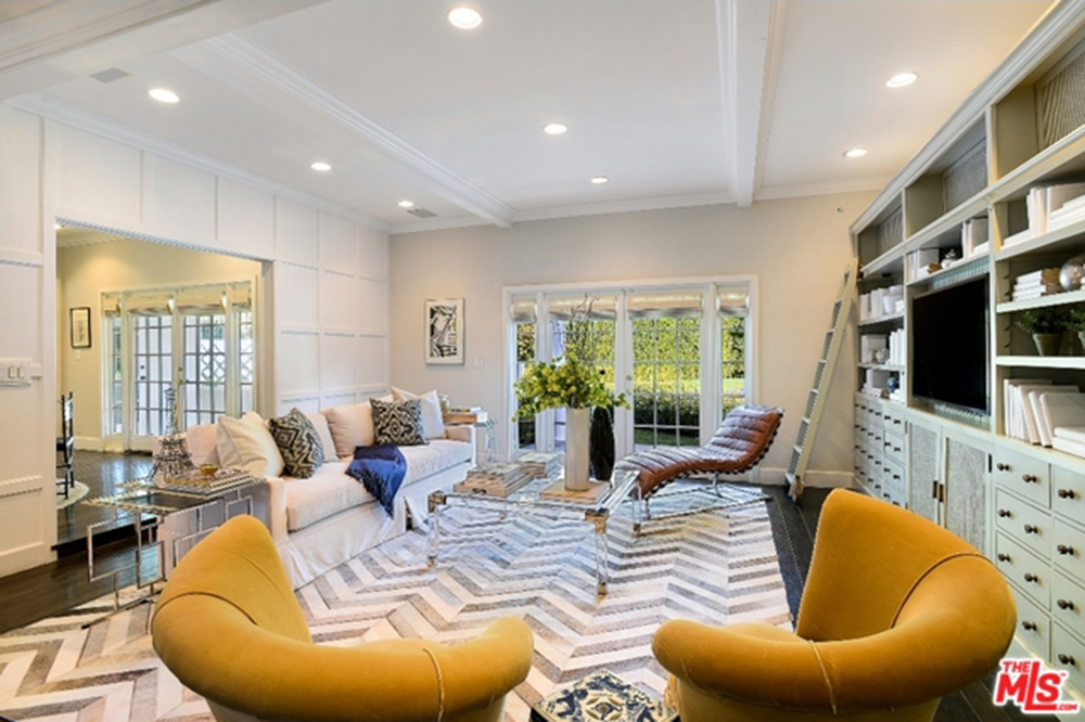 Want To See The New House Zoe Saldana Bought In Beverly