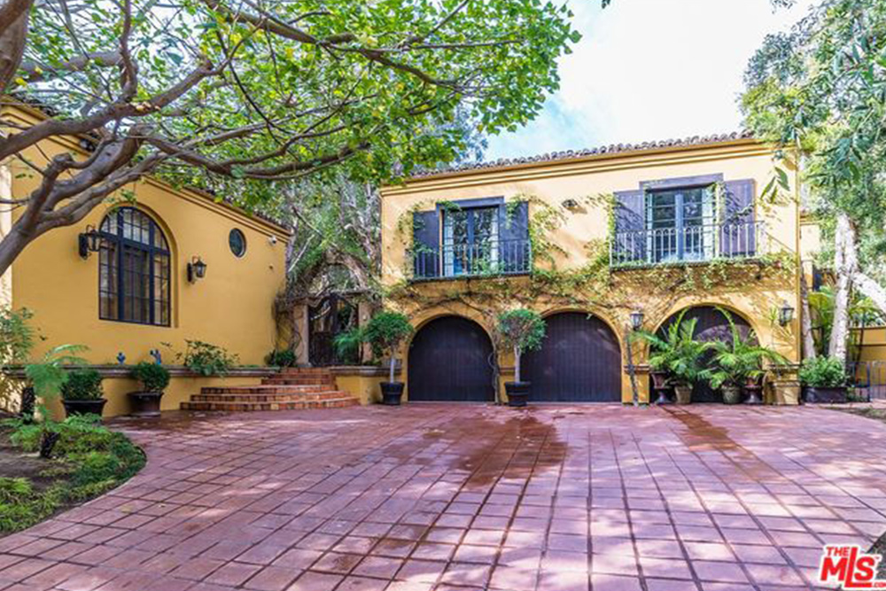 Kendall Jenner Snags a Beverly Hills Estate driveway