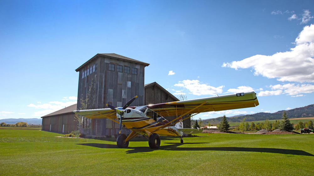 Father s day gift ideas try these 6 homes for sale life for Aircraft hangar home designs