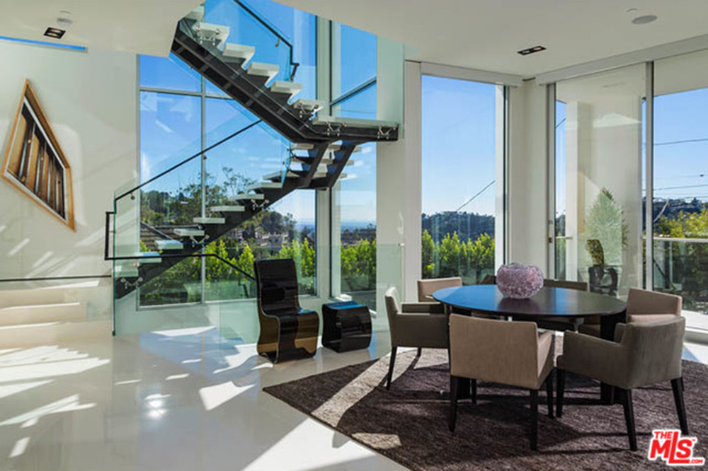 The new l a reid house in los angeles ca celebrity for Minimalist house los angeles