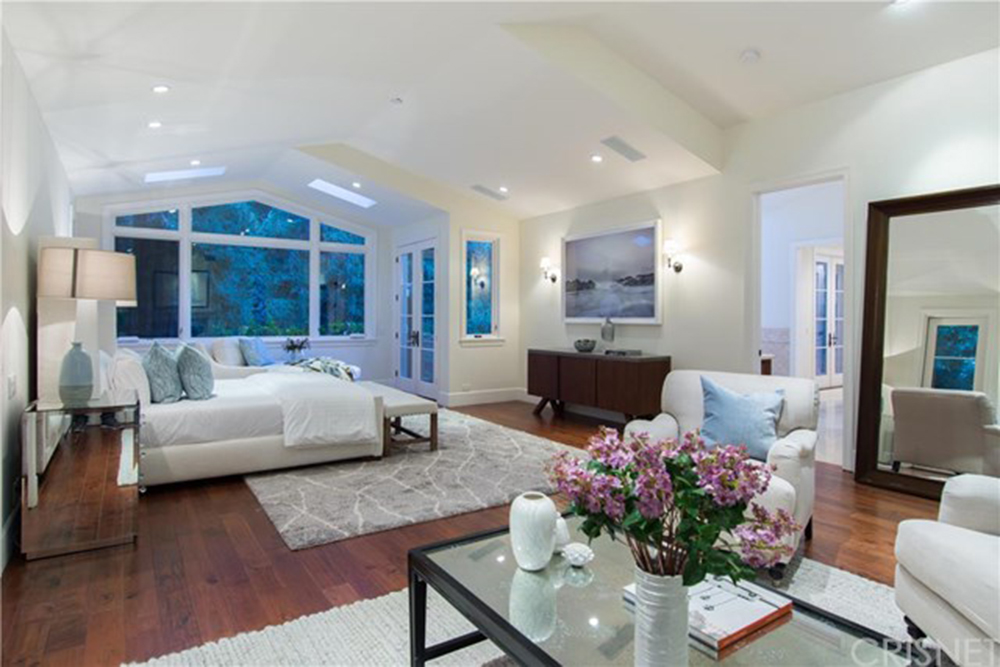Pete sampras and bridgette wilson sampras list their los angeles ca home celebrity trulia blog for 7 bedroom house for sale in california