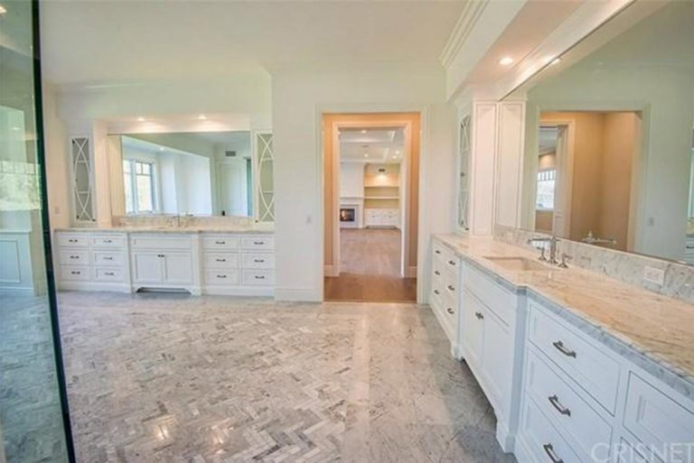 A New House For Kylie Jenner In Hidden Hills Ca