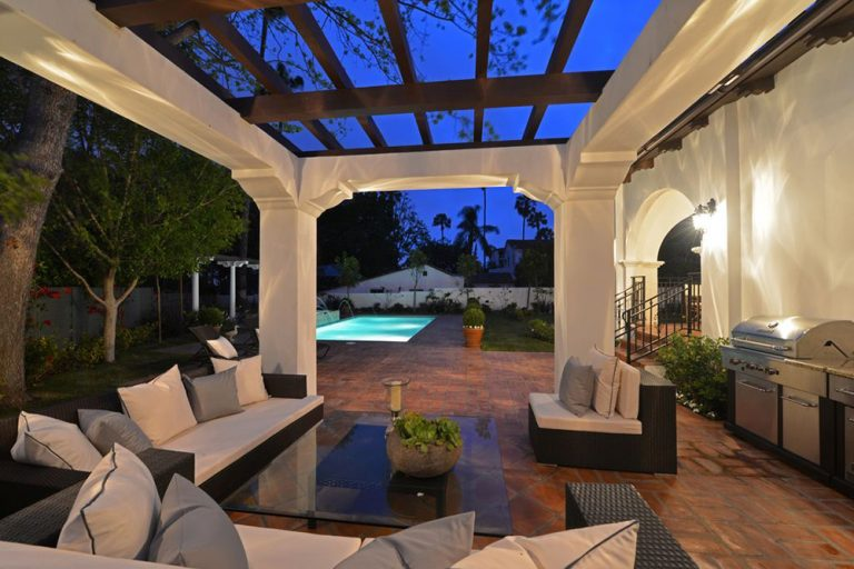 Holly madison house tour her la home for sale celebrity for Los angeles homes for sale with pool
