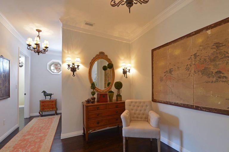 holly madison house tour her la home for sale celebrity trulia blog. Black Bedroom Furniture Sets. Home Design Ideas