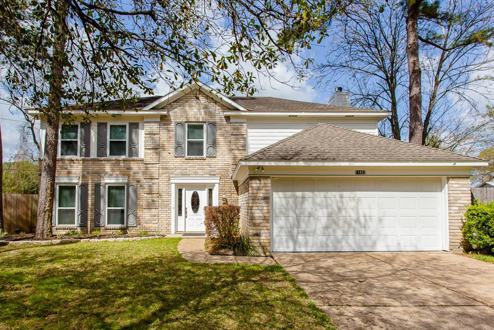 Homes under 200k with great curb appeal life at home for Two story homes under 200k