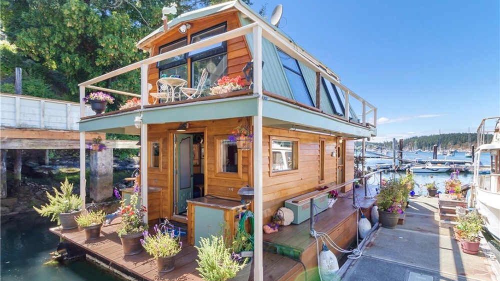 6 Houseboats For Sale Right Now Life At Home Trulia Blog