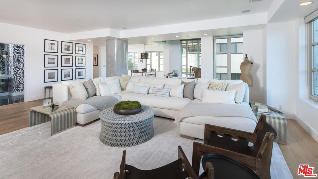 Kendall jenner lists westwood starter home for 1 6m for Case vip roma