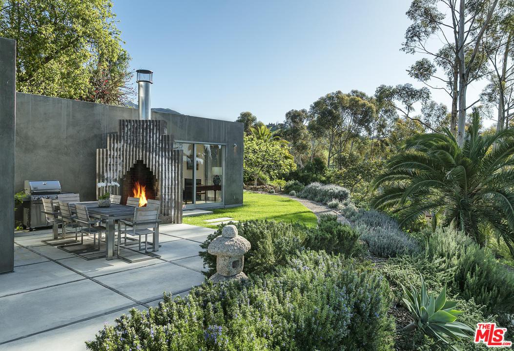 Natalie portman buys modern montecito mansion for 6 5 for Barbara house