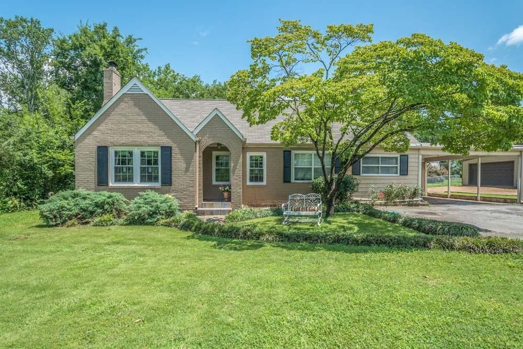 16 affordable homes with great curb appeal for under for Builders in chattanooga tn