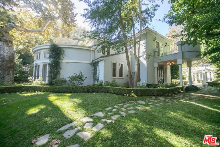 serena williams lists her bel air home exterior