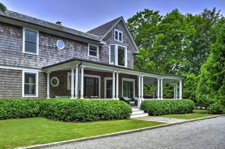 bethenny frankel snags hamptons home porch