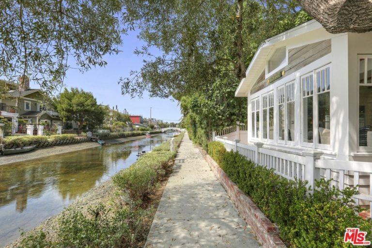 john frusciante lists his venice canals home for 2.9m exterior