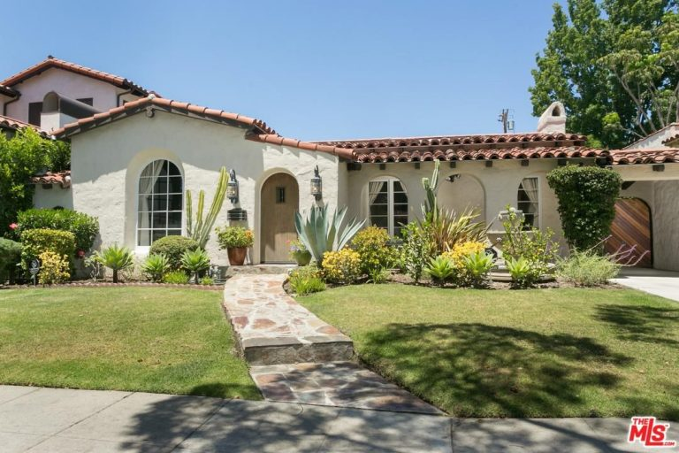 mindy kaling lists her west hollywood home for 1.995M exterior