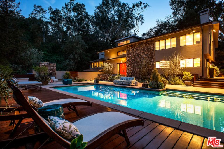 teri hatcher lists her studio city home back exterior